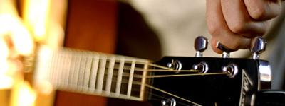 Kā pareizi noskaņot ģitāru