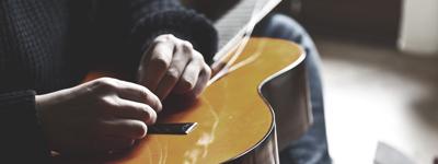 Kā nomainīt ģitāras stīgas